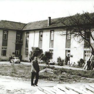 Druga dvospratna Frotingamova zgrada sagrađene 1924. (fotografija je iz 1970.)