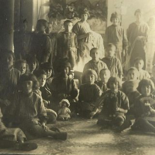 Kamenica - deca u Frotingamovom domu
