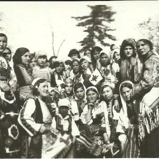 Kolo srpskih sestara iz Skoplja, posle razornog zemljotresa u Makedoniji 8. 3. 1931. poslalo je devojke na kurs