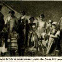 Darinka Grujić, sa pronađenom decom iz okoline Drača 1916.