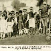 Novopristigla ratna siročad iz okoline Bitolja čekaju da budu prebačena u Solun 1917.